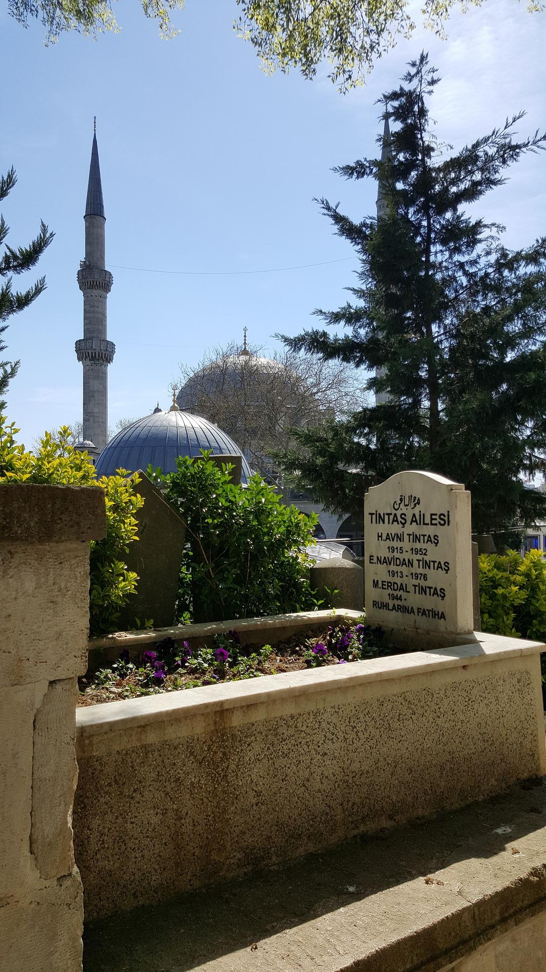 Friedhof Istanbul - Aumairah Hassan